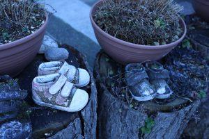 小さい子供靴が並んでいました